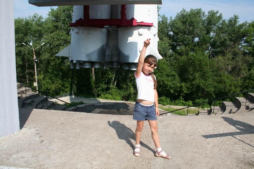 13 июля 2011 года. Музей Космонавтики. Калуга. Рядом с имитацией стартовой площадки РН Союз