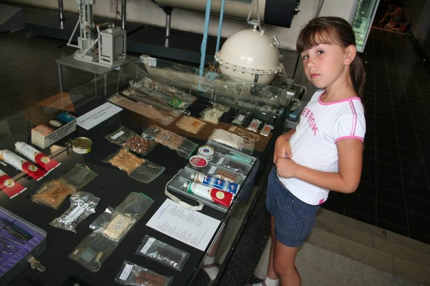 13 июля 2011 года. Музей Космонавтики. Калуга. Лиза и космические котлеты с кашей